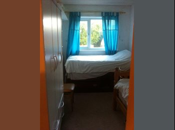 EasyRoommate UK - Students required to let rooms in 3 bedroom house 15 mins away from Cambridge City, King's Hedges - £500 pcm
