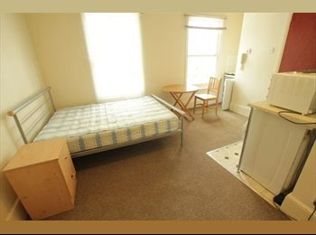 EasyRoommate UK - NW6 Studio Double Spacious & Bright close to local amenities, Wood Green - £600 pcm