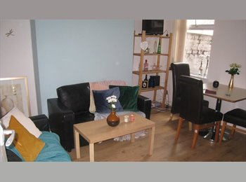 EasyRoommate UK - Bright house for 3 students to share, beside Uni Campus, Kensington - £325 pcm