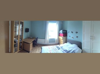 EasyRoommate UK - Large Double ENSUITE room in Student House inc bills (5minutes from Uni), Lenton Abbey - £400 pcm