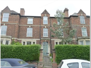 EasyRoommate UK - Small Double Bedroom nr city centre and railway station, Kettering - £400 pcm