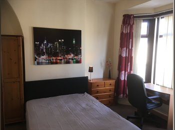 EasyRoommate UK - Large double room in shared house  £330 per month all bills included  , Kensington - £330 pcm