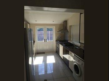 EasyRoommate UK - Superb Student property - new to the market, Lenton Abbey - £436 pcm
