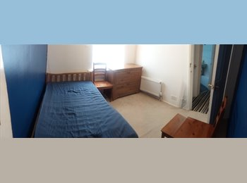 EasyRoommate UK - Rent a Room close to J. L. Airport, Hunts Cross - £210 pcm