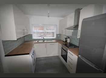 EasyRoommate UK - Double room in lovely refurbished house, Kensington - £346 pcm