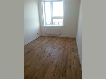 EasyRoommate UK - F  CHEAP AND BRIGHT SINGLE ROOM ALL BILLS INCLUDED !!, Kilburn - £620 pcm