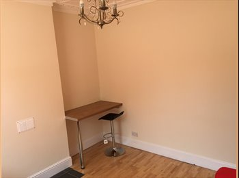 EasyRoommate UK - Great house for working couple or individual, Warrington - £380 pcm