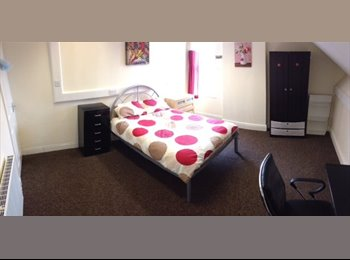 EasyRoommate UK - *Massive rooms *5min to hospital *10min to uni of Sheffield, Broomhall - £325 pcm