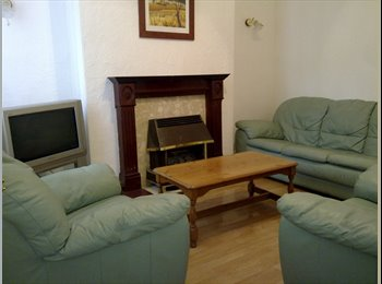 EasyRoommate UK - Single room in shared house £280 per month all bills included, Kensington - £280 pcm