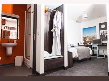 EasyRoommate UK - Modern Furnished En-suite available now, Princess Square - £480 pcm