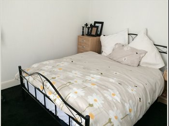 EasyRoommate UK - Large double room in newly refurbished house, Runcorn - £425 pcm