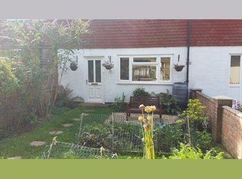 EasyRoommate UK - Double room in lovely cottage, Thatcham - £400 pcm