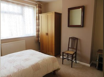 EasyRoommate UK - Spacious double room in semi house on quiet street, Beechdale - £300 pcm