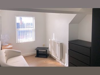 EasyRoommate UK - Newly refurbished house share  in Kettering town centre, Kettering - £400 pcm