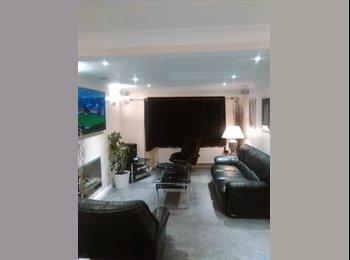 EasyRoommate UK - lovely rooms in nice modern detached house, Runcorn - £425 pcm