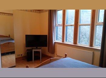 EasyRoommate UK - Room to rent in Halewood , Hunts Cross - £390 pcm