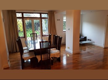 EasyRoommate UK - SHARED space in New Malden (for woman), Old Malden - £370 pcm