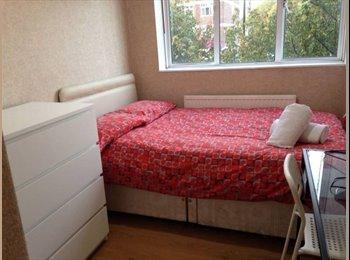 EasyRoommate UK - ^^Limehouse_ stunning double room^^ , Whitechapel - £585 pcm