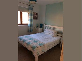 EasyRoommate UK - Recently Decorated Clean Double Room Mon - Fri preferred , Milton Keynes - £415 pcm