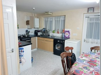 EasyRoommate UK - Double room in a all Female house , Poplar - £500 pcm