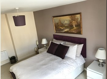 EasyRoommate UK - Ensuite Double Room with Walk In Wardrobe next to Station, High Wycombe - £625 pcm