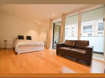 EasyRoommate UK - Stunning Modern Studio Sized Room in Kilburn Park!, Kilburn - £910 pcm