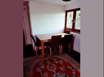 EasyRoommate UK - LARGE DOUBLE ENSUITE ROOM , South Harrow - £625 pcm