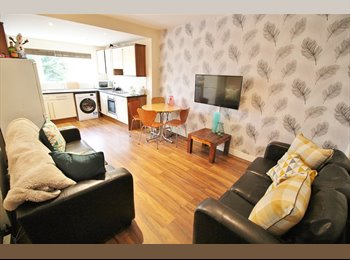 EasyRoommate UK - **Bills Included** Professional House Share - Central Headingley Location, Headingley - £395 pcm