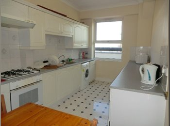 EasyRoommate UK - LIMEHOUSE  - Superior bedroom available right now., Limehouse - £560 pcm