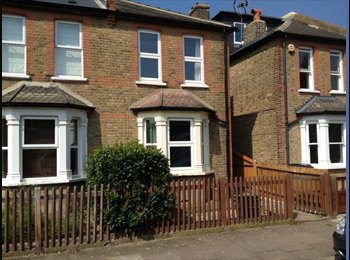 EasyRoommate UK - Two rooms available for students, Kingston upon Thames - £580 pcm