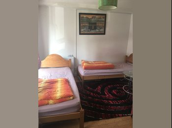 EasyRoommate UK - Siham, Donnington - £600 pcm