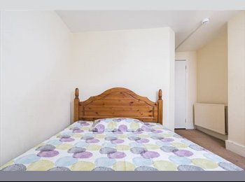 EasyRoommate UK - 2 Double Rooms in Clapham North , Stockwell - £700 pcm