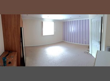EasyRoommate UK - Double room + en suite in large town centre flat, High Wycombe - £600 pcm