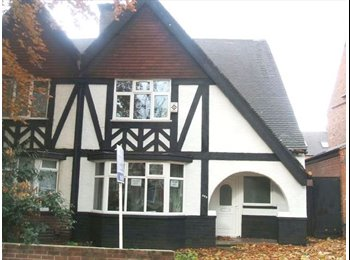 EasyRoommate UK - 3 Bedroom Flat Close to University of Nottingham & QMC, Lenton Abbey - £371 pcm