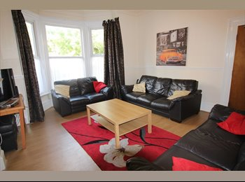 EasyRoommate UK - DOUBLE BED in 8 bed house CLOSE TO UNI, Leeds - £464 pcm