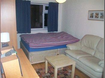 EasyRoommate UK -  Ensuite double room, West London(Ealing-Northolt), Northolt - £630 pcm