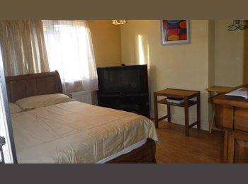 EasyRoommate UK - Double Room in Greenford, Northolt - £585 pcm