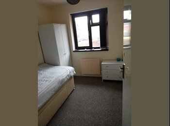 EasyRoommate UK - Large single room to let. All bills included., Tipton - £325 pcm