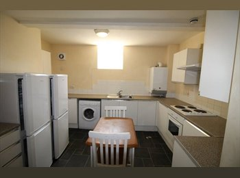 EasyRoommate UK - Fantastic 6 bedroom property available Park Lane, Sunderland, Sunderland - £303 pcm