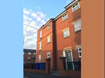 EasyRoommate UK - One double room available from now, Hulme - £280 pcm