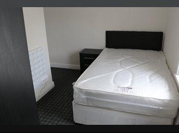 EasyRoommate UK - En Suite Room available next to Lister Park, Manningham - £310 pcm