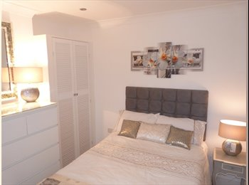 EasyRoommate UK - Stunning en-suite bedroom available in Bromley from 17th July '17, Sundridge - £725 pcm
