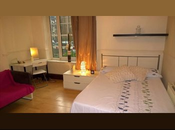EasyRoommate UK - <{!!AMAZING OFFER!! SPACIOUS AND CHEAP DOUBLE ROOM in ELEPHANT&CASTLE!}, Elephant and Castle - £675 pcm