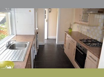 EasyRoommate UK - STUDENT HOUSE SHARE ALL UTILITIES INCLUDED!, Heaton - £370 pcm