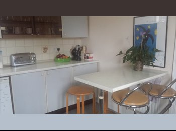 EasyRoommate UK - Two double rooms available for females in central Kingston, Kingston upon Thames - £460 pcm