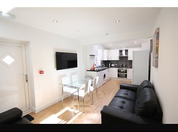 EasyRoommate UK - 6 ROOMS AVAILABLE IN THIS STUNNING NEWLY RENOVATED FALLOWFIELD PROPERTY!, Fallowfield - £478 pcm
