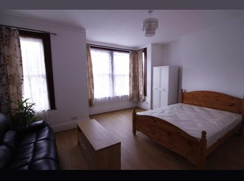 EasyRoommate UK - One king size bedroom to let in Southend on sea , Southend-on-Sea - £600 pcm