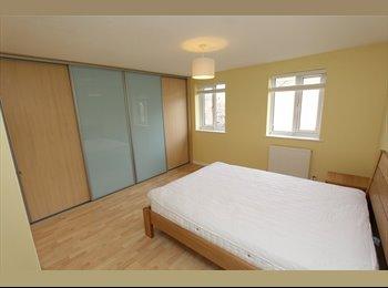 EasyRoommate UK - 7 INCREDIBLE room in Fancy EAST LONDON ** Double, En suite call now !! CRAZY DISCOUNT **, Whitechapel - £600 pcm