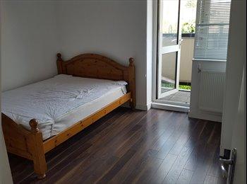 EasyRoommate UK - 2 stunning doubles in modern Bethnal green flat, Whitechapel - £650 pcm