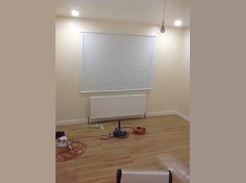 EasyRoommate UK - Room for rent , Ashton-under-Lyne - £300 pcm
